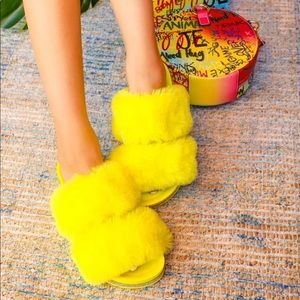 Yellow fur rhinestoned sandal